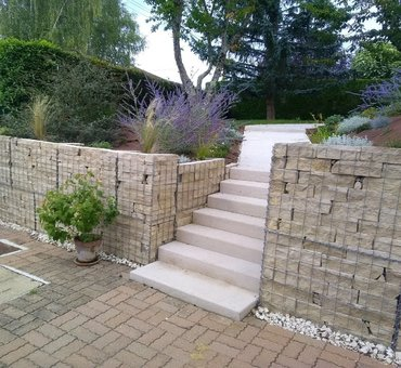 Aménagement du jardin, gabions et escalier en pierre de carrière La-Charité-sur-Loire
