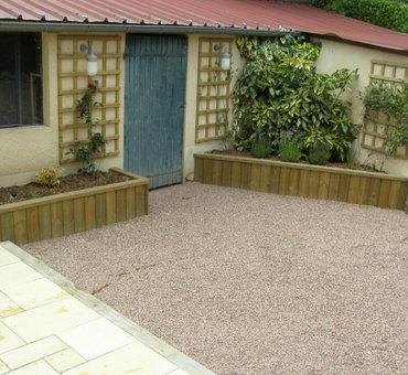 Aménagement d'une cour, jardinières, gravillonage Nevers
