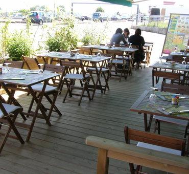 Terrasse de restaurant, jardinières, Nevers