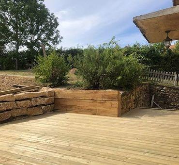 Enrochement et terrasse bois Saint-Satur