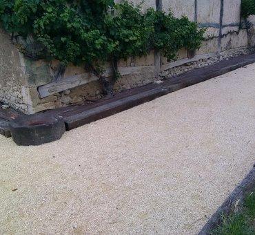 Jardinières et allée calcaire broyé compacté Boulleret