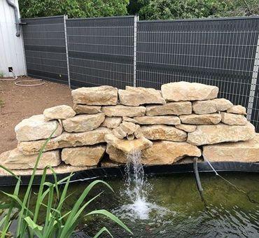 Cosne-sur-Loire Bassin avec chute d'eau en pierres locales